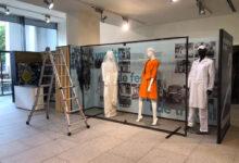 Rètols Alarcón s'encarrega del disseny expositiu i el muntatge de l'exposició «Com ens vestíem» del Cèntric Espai Cultural